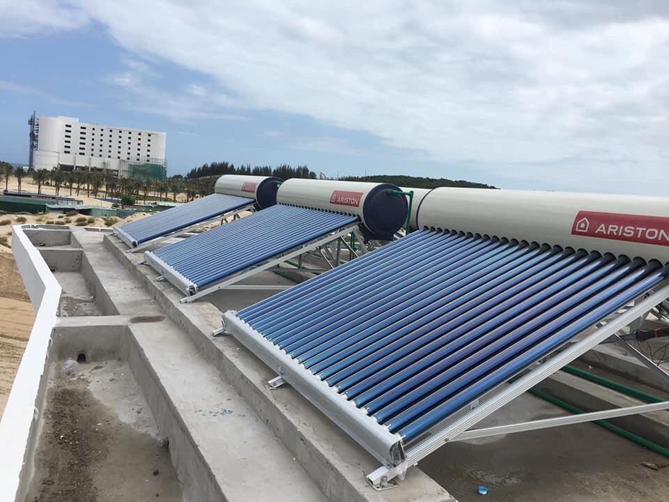 Máy nước nóng năng lượng mặt trời Ariston.