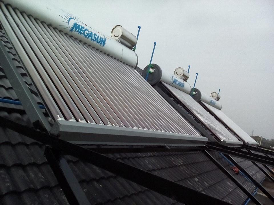 Hình ảnh máy nước nóng năng lượng mặt trời Megasun.